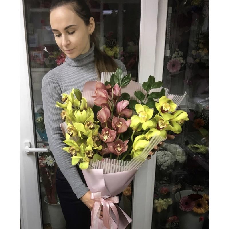 Букер из 3 веток орхидей