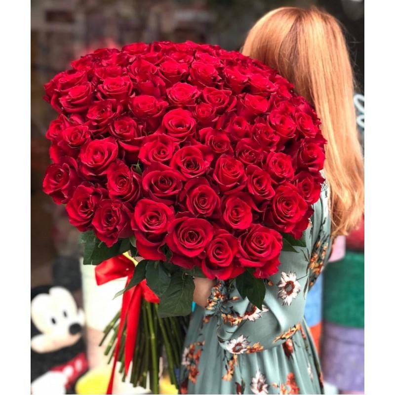 101 красная роза Фридом высота 80 см.