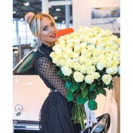 101 белая роза сорта Мундеаль