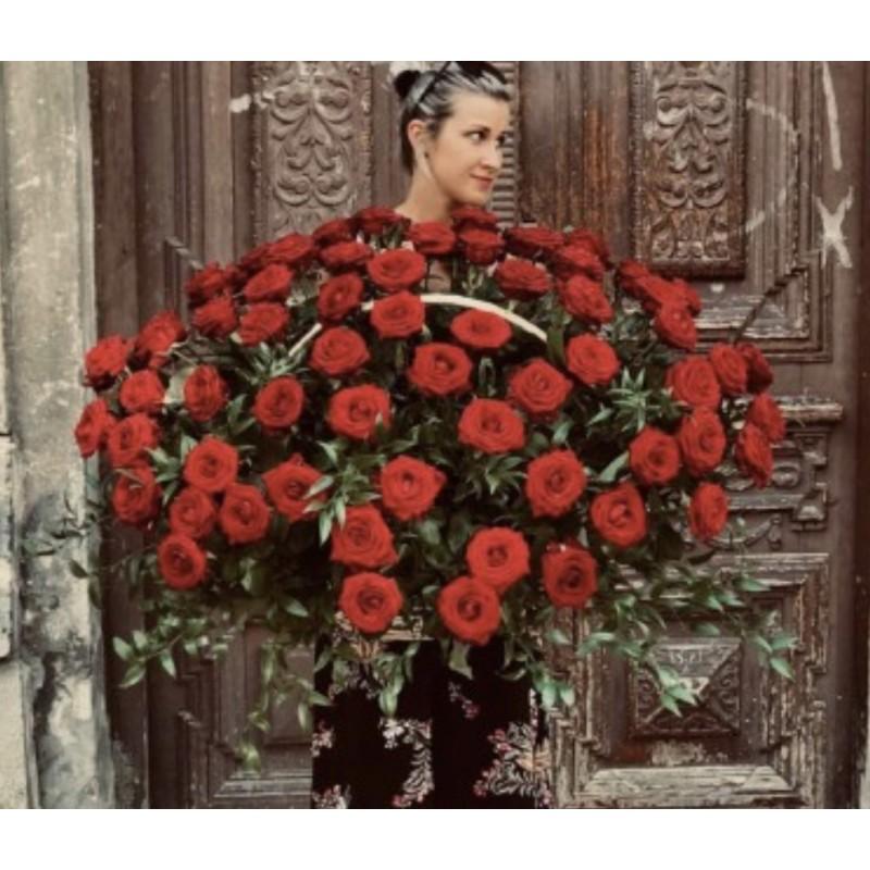 Корзина из 101 розы высотой 80 см