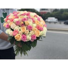 Нежный микс из 101 розы