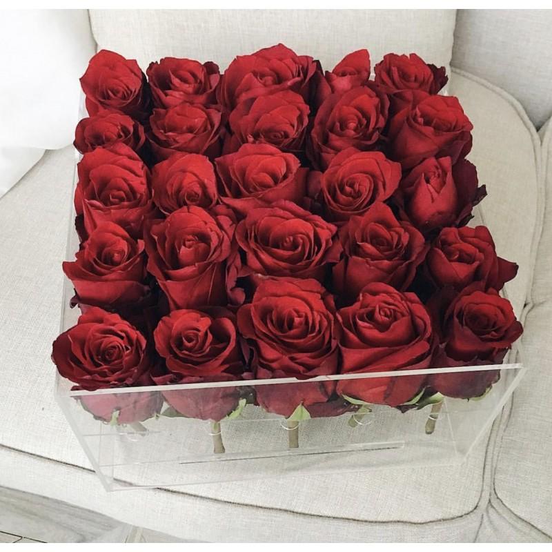 25 красных роз в пластиковом боксе