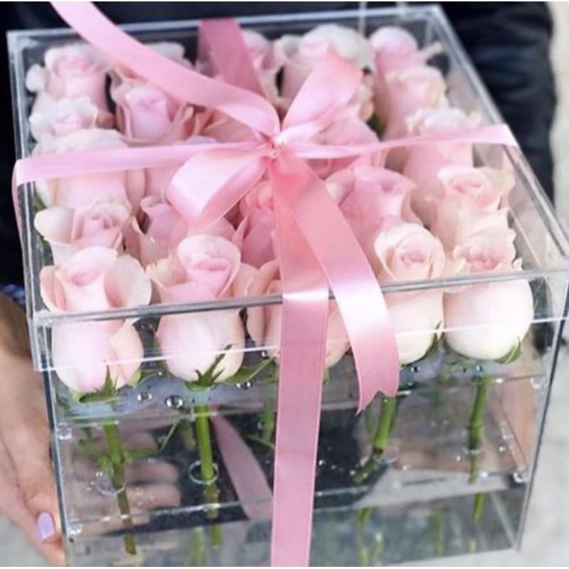 25 розовых роз в акриловом боксе