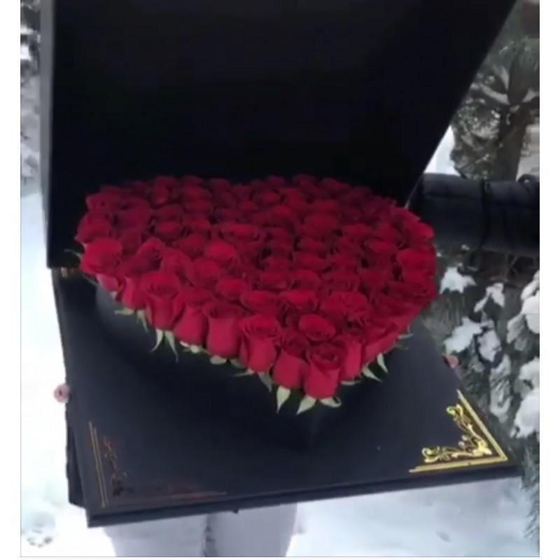 75 роз в коробке в форме сердца