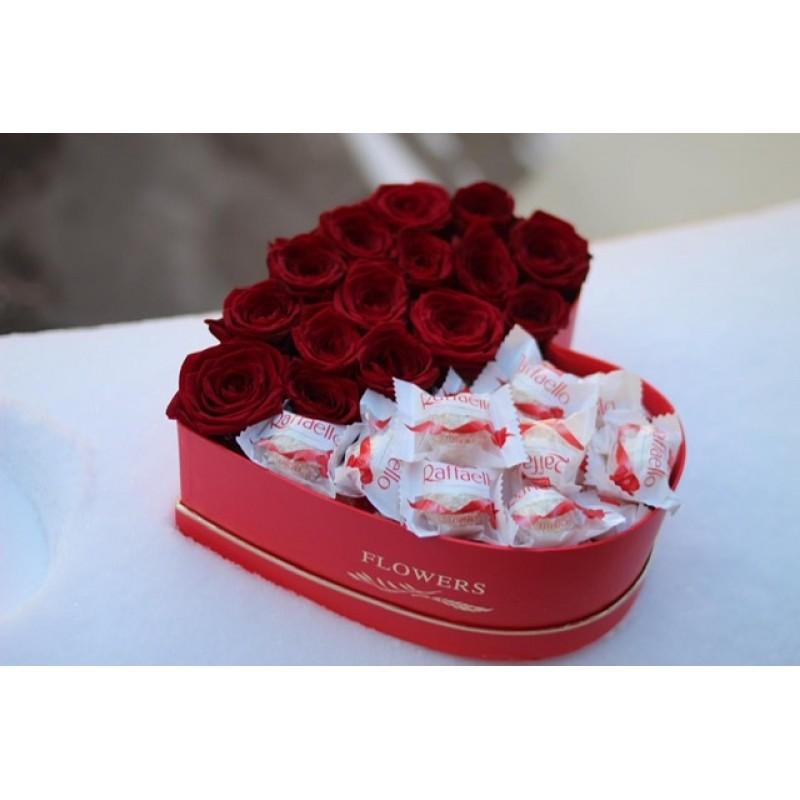 Сердце из роз и рафаелло