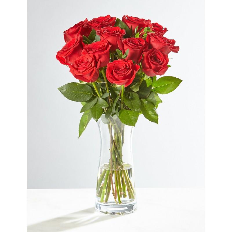 15 роз в вазе