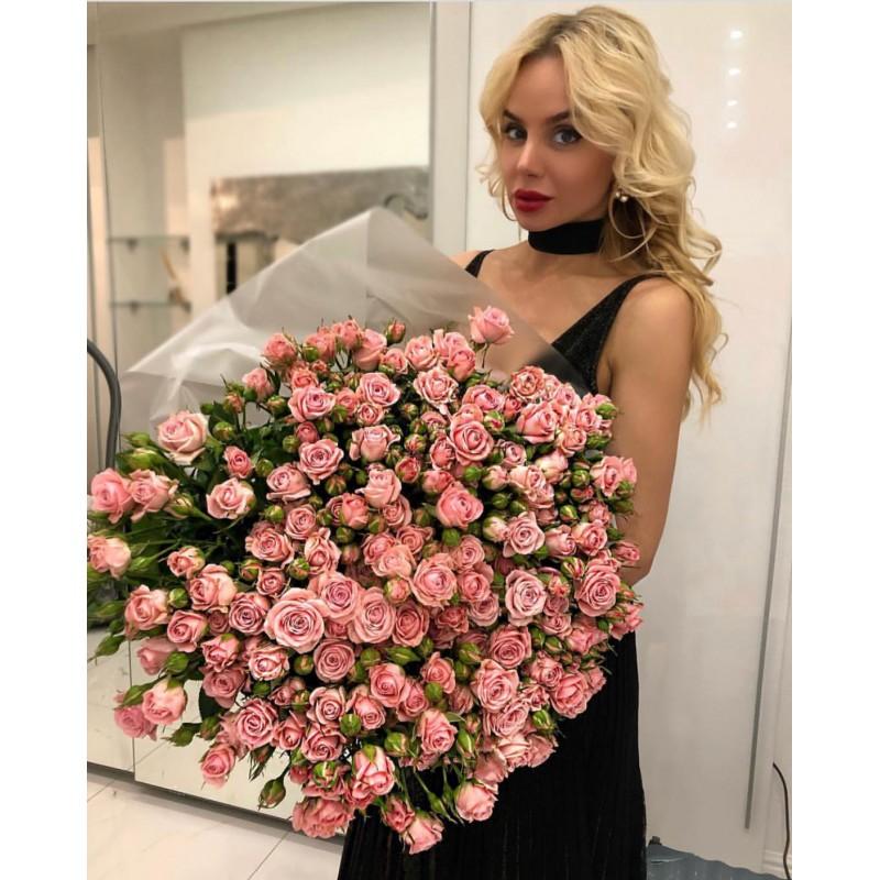 75 розовых кустовых роз