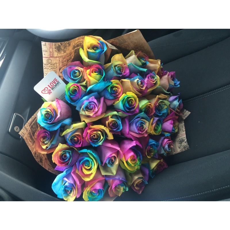 35 радужных роз в крафте