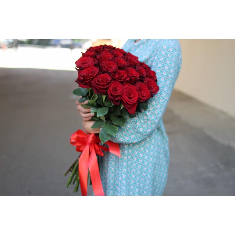 25 красных эквадорских роз высота 70 см
