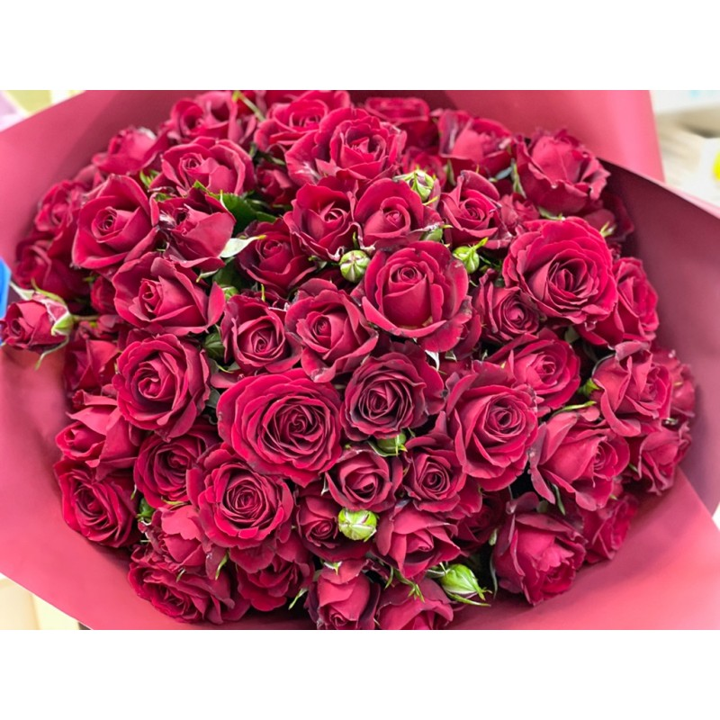 Красные кустовые розы поштучно от 19 штук