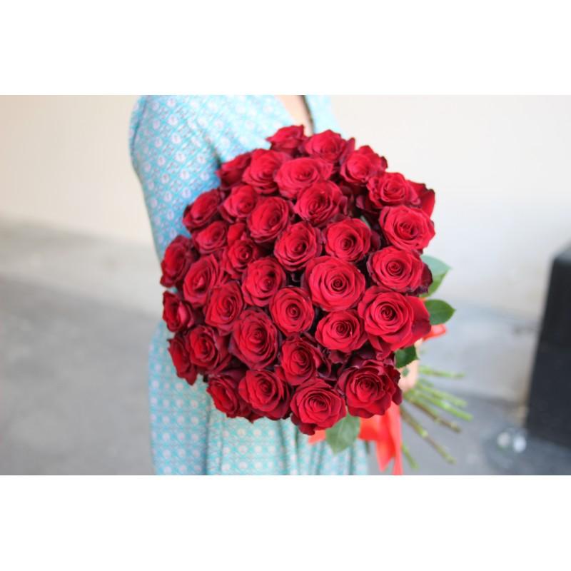 35 красных роз высота 70 см.