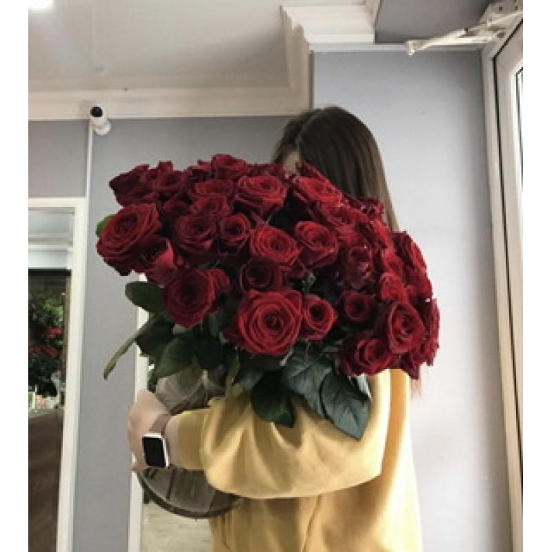 51 красная роза в вазе