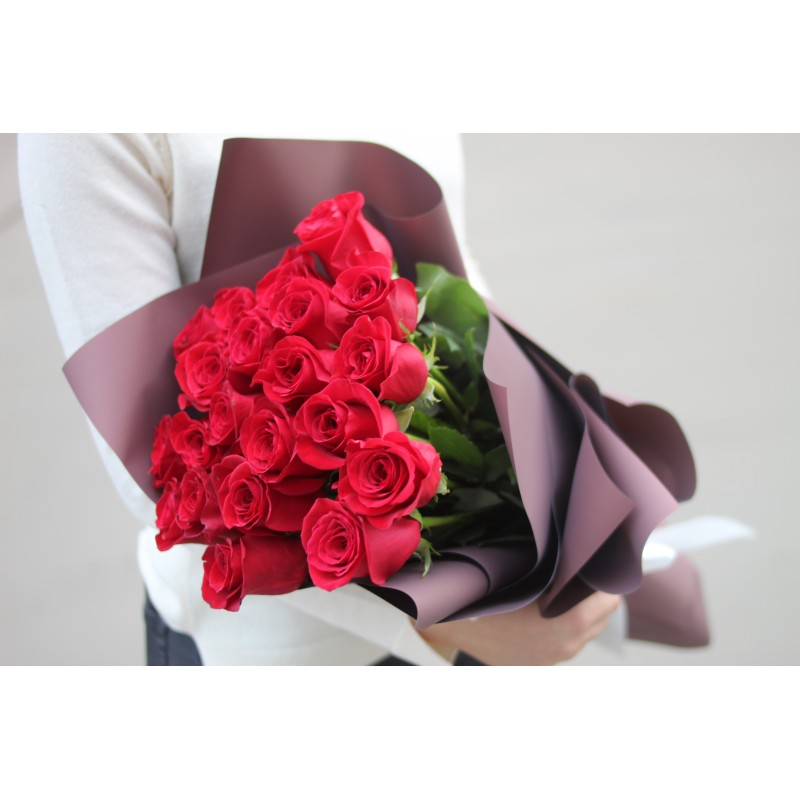25 роз Фридом 60 см.