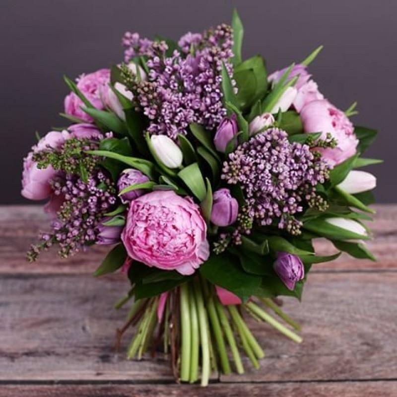 Сочетание весенних цветов