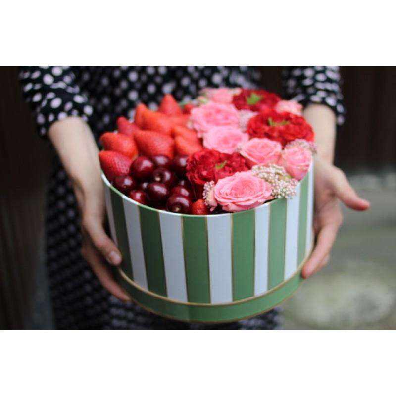 Коробка с любимыми ягодами