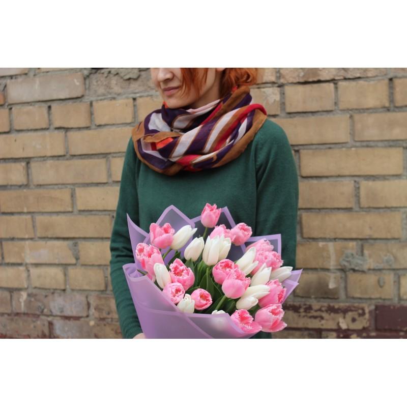 29 нежных тюльпанов