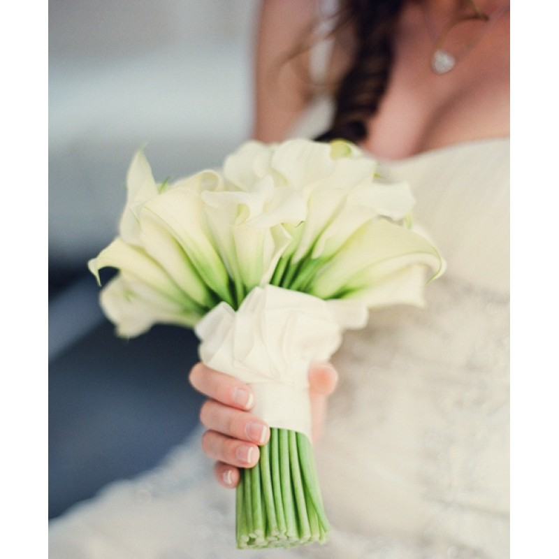Букет невесты из 39 белых калл